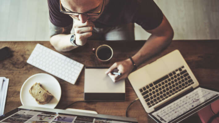 15 привычек, которые быстро выведут ноутбук из строя