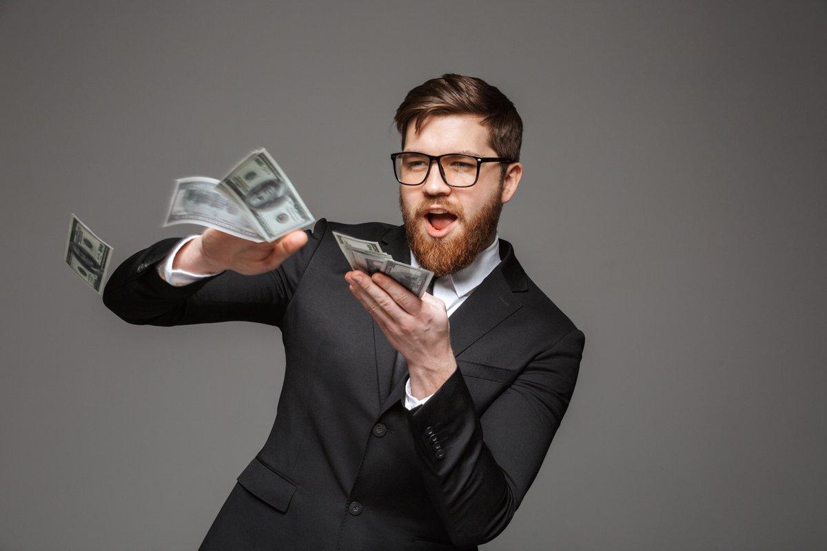 пятачок швыряется деньгами картинка фона, есть возможность